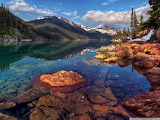 Mountain_lake_with_clear_water-wallpaper-2048x1536