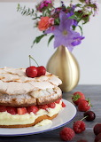 Berry torte with pudding filling