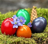 ☺ Easter eggs and flowers...