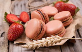 Macaroons with strawberries