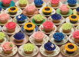 ☺ Cupcakes on pretty saucers...