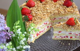 Strawberry granola torte